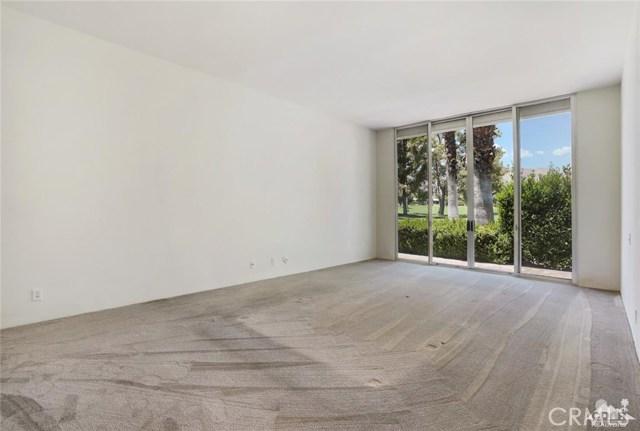 47043 Arcadia Lane, Palm Desert CA: http://media.crmls.org/medias/e4aa250d-b162-4717-93fd-65de3a8c5fd3.jpg