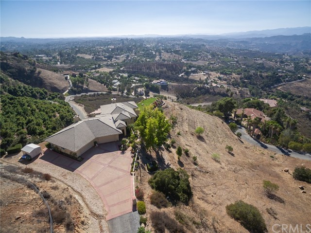3335 Red Mountain Heights Drive, Fallbrook CA: http://media.crmls.org/medias/e4b4b97f-2be0-41cf-b082-2298dd38fee8.jpg