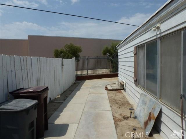 33661 Westchester Drive, Thousand Palms CA: http://media.crmls.org/medias/e4bdd1a0-da35-4b69-9888-027f3c5764d6.jpg