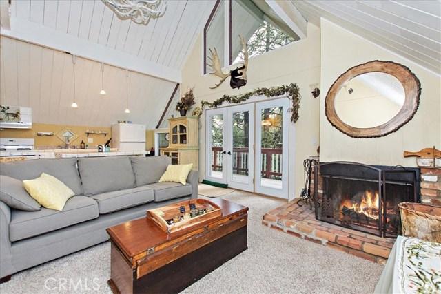 875 Brentwood Drive, Lake Arrowhead CA: http://media.crmls.org/medias/e4d46481-31bb-42cd-972a-4e444f939ee8.jpg
