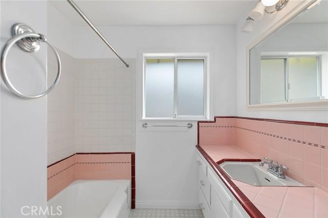 324 W Kendall Street, Corona CA: http://media.crmls.org/medias/e4dcb6bf-03ef-4461-b822-edb0c91fd4af.jpg