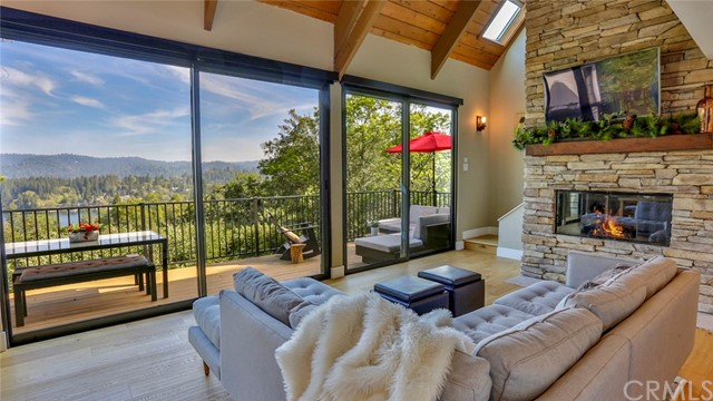 Detail Gallery Image 1 of 33 For 27565 Alpen Dr, Lake Arrowhead, CA 92352 - 4 Beds | 2/1 Baths