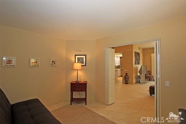 75 Augusta Drive, Rancho Mirage CA: http://media.crmls.org/medias/e4ea2989-367a-46b4-a2a5-38eaecd96324.jpg