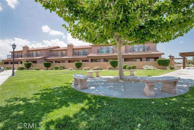14124 Kiowa Road, Apple Valley CA: http://media.crmls.org/medias/e4f4f516-0a5e-4056-904b-4ff85de99b18.jpg