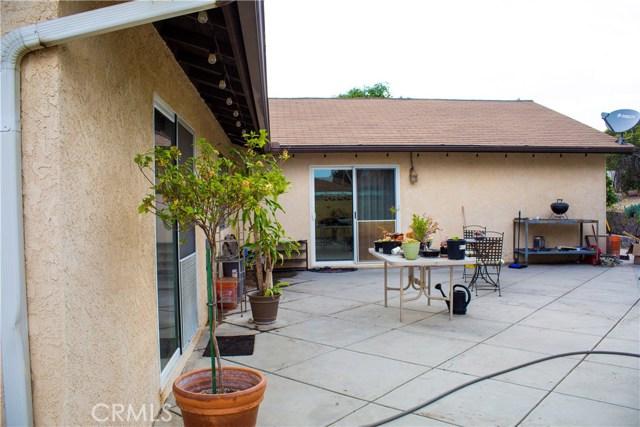8558 Banyan Street, Rancho Cucamonga CA: http://media.crmls.org/medias/e4f6eb41-d63a-4545-a1f7-d8086430a33b.jpg