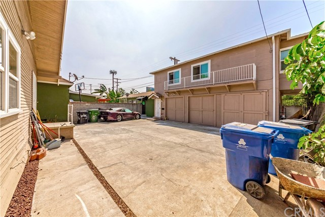 2040 W 31st Street, Los Angeles CA: http://media.crmls.org/medias/e50fda53-dd27-4890-a987-dbb7931fb21a.jpg
