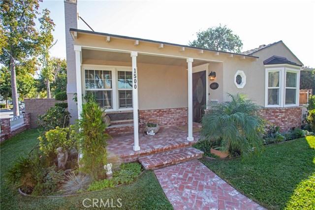 1500 W Clark Avenue, Burbank CA: http://media.crmls.org/medias/e5125b34-4990-493f-a2b5-26cef6930f03.jpg