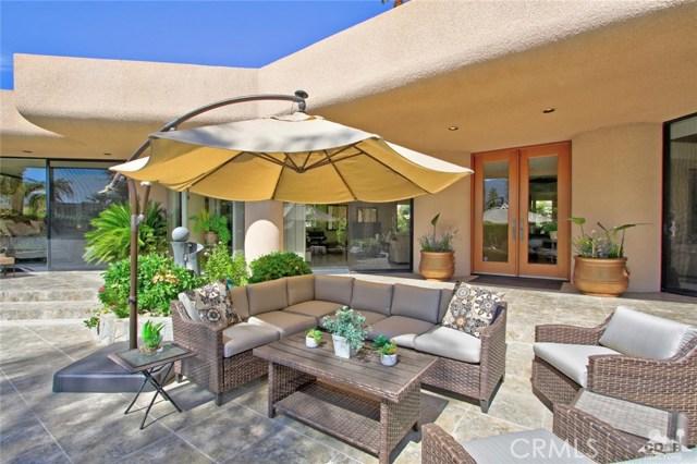 45575 Alta Colina Way, Indian Wells CA: http://media.crmls.org/medias/e5159b63-fd0f-409c-920e-85344eb1c9a7.jpg
