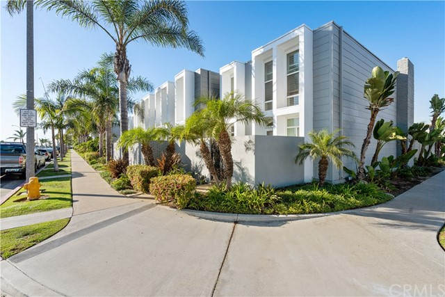Detail Gallery Image 1 of 1 For 4073 Warner Ave, Huntington Beach, CA 92649 - 3 Beds | 2/1 Baths
