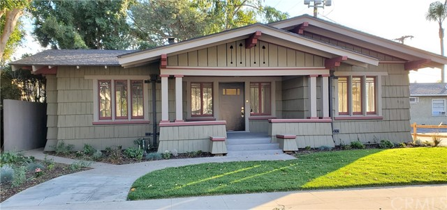 206 W 18th Street, Santa Ana CA: http://media.crmls.org/medias/e52d9ba2-1d80-47c7-a784-a7f353124eef.jpg