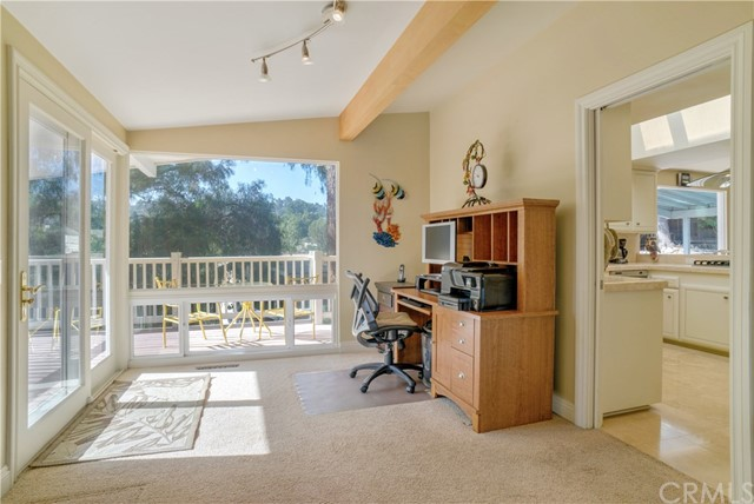 18 Ranchview Road, Rolling Hills Estates CA: http://media.crmls.org/medias/e52de57e-8f8a-4638-86e3-11470ff90e6d.jpg
