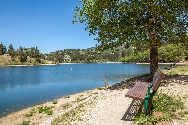 651 Forest Shade Road A & B, Crestline CA: http://media.crmls.org/medias/e52f204b-f28c-4a99-a3ff-5b8a70a5ada1.jpg