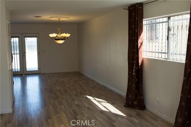 731 W 74th Street, Los Angeles CA: http://media.crmls.org/medias/e53cd3d9-565b-4593-ae4b-2a16fc4af7e6.jpg