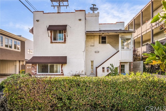 Single Family Home for Sale at 317 11th Street Manhattan Beach, California 90266 United States