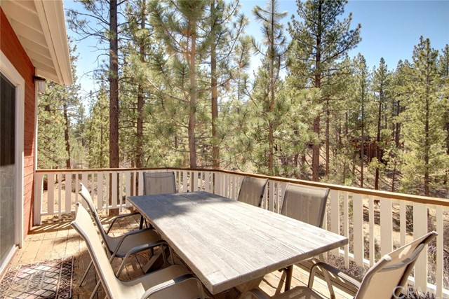1021 London Lane, Big Bear CA: http://media.crmls.org/medias/e54a4d7d-cc39-49b0-aefa-7533bca7e1b8.jpg
