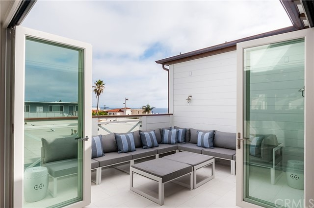 1017 Crest Drive Manhattan Beach, CA 90266 - MLS #: SB17179934