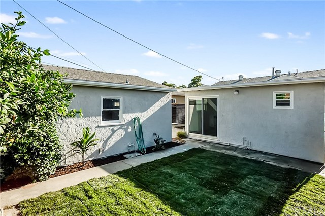 5442 Lemon Avenue, Long Beach CA: http://media.crmls.org/medias/e551525f-666d-4a16-9847-d0983a49c74f.jpg