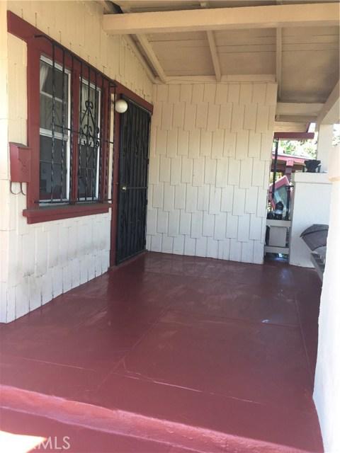 5811 S Denker Avenue, Los Angeles CA: http://media.crmls.org/medias/e56c20bc-ff9d-456c-a389-31ae66c6e0df.jpg
