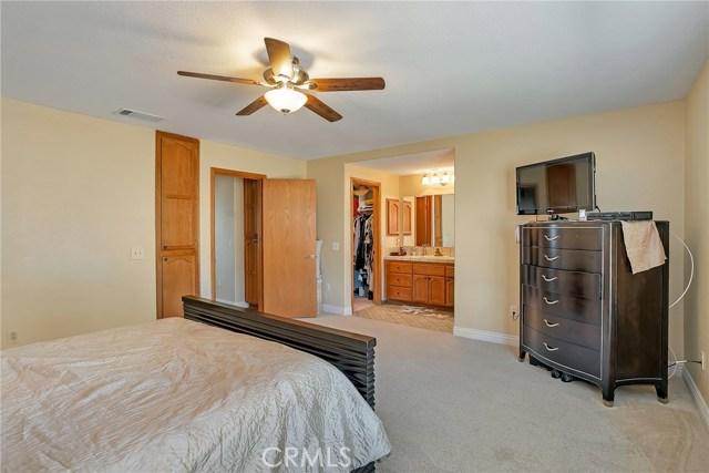 10832 Anaconda Avenue, Oak Hills CA: http://media.crmls.org/medias/e576c622-c981-489f-9149-6a5759dd9abf.jpg