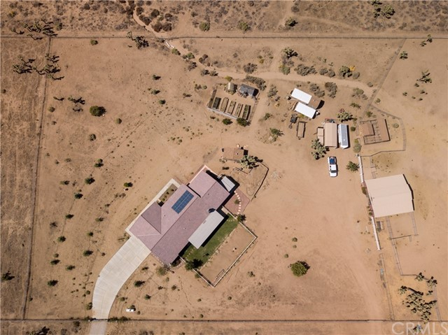 9022 Branding Iron Road, Phelan CA: http://media.crmls.org/medias/e59613dd-45d7-4d7a-95fb-7b15eac65431.jpg