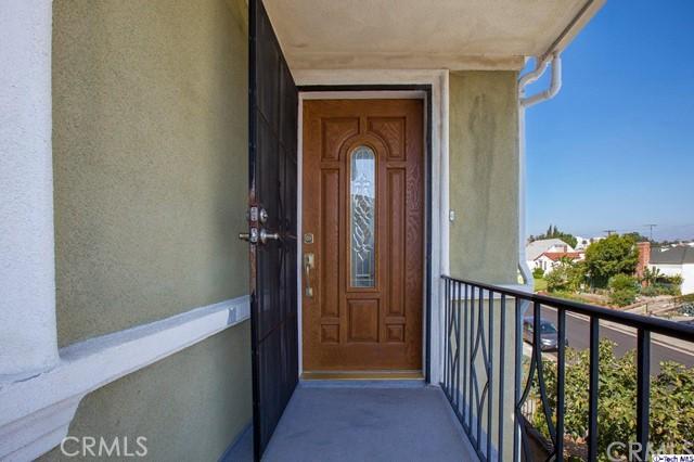 819 N Alexandria Avenue, Los Angeles CA: http://media.crmls.org/medias/e5999fa6-3733-4b93-8dab-5b9389322544.jpg