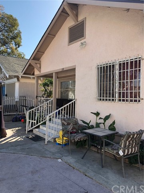 114 E 60th Street, Los Angeles CA: http://media.crmls.org/medias/e5e2b26e-74d2-4fc0-a76f-979b995ffc8e.jpg