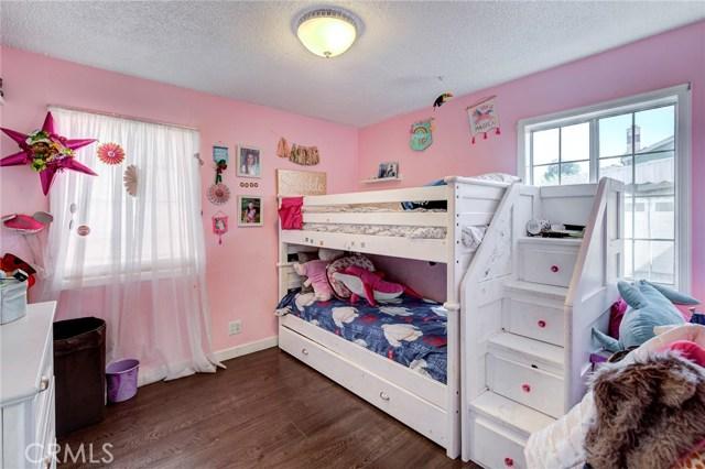 4724 W 161st Street, Lawndale CA: http://media.crmls.org/medias/e5ea81cc-ae97-4b14-a5e1-3596b83726c1.jpg