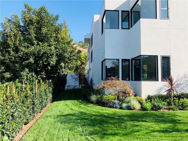3020 Dona Emilia Drive, Studio City CA: http://media.crmls.org/medias/e5efc85c-baf1-4c8d-8bed-973303551cab.jpg