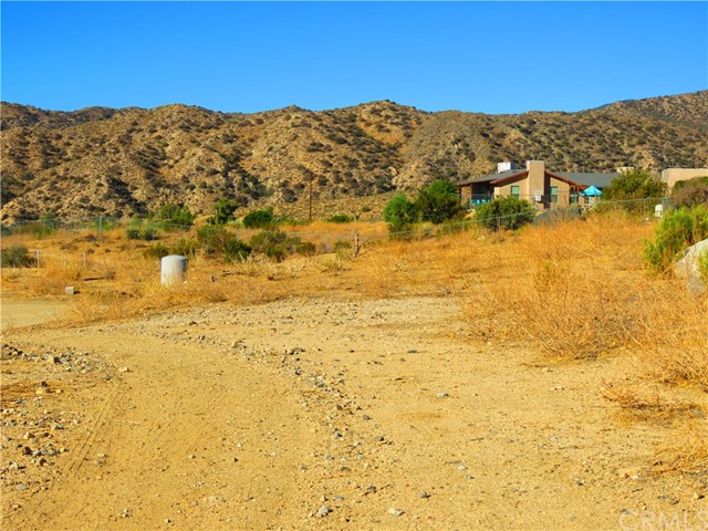 48885 Paradise Avenue, Morongo Valley CA: http://media.crmls.org/medias/e5f12330-68a9-43aa-b50f-141d264425ff.jpg