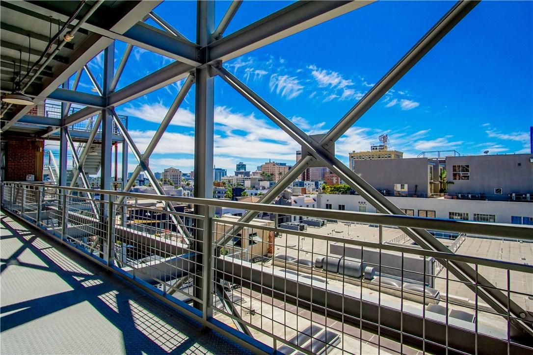 100 W 5th Street, Long Beach CA: http://media.crmls.org/medias/e5fae4c5-7969-4fc8-907f-7ee6017af081.jpg