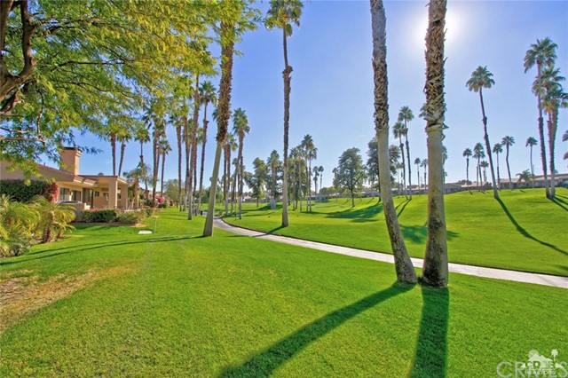 76235 Poppy Lane, Palm Desert CA: http://media.crmls.org/medias/e62938ca-b45d-4768-a3a6-901a62d32b57.jpg