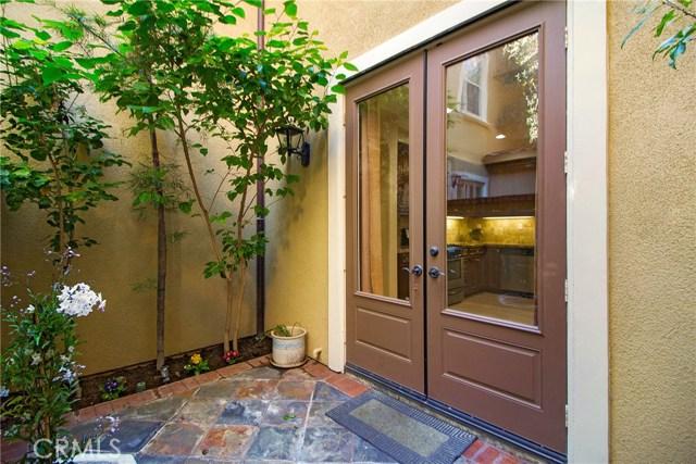 95 Chantilly, Irvine CA: http://media.crmls.org/medias/e6375459-9d26-454a-9798-5bd1ade8f785.jpg