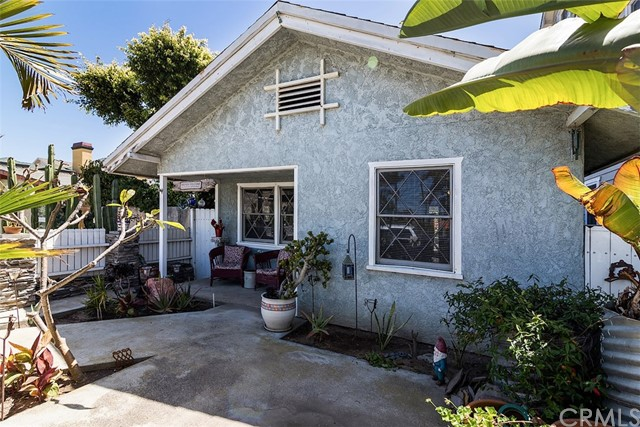716 14th Street, Huntington Beach CA: http://media.crmls.org/medias/e65ab5b4-c9c9-429c-9cba-1ae5a0de5aef.jpg
