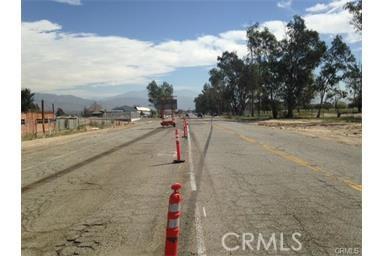26566 3rd Street, Highland CA: http://media.crmls.org/medias/e6637dff-1ac9-42ca-95fe-ec4a6beeaf87.jpg