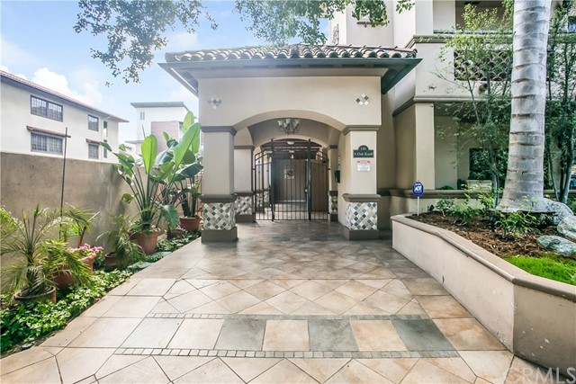 Condominium for Sale at 156 Oak Knoll S Pasadena, California 91101 United States