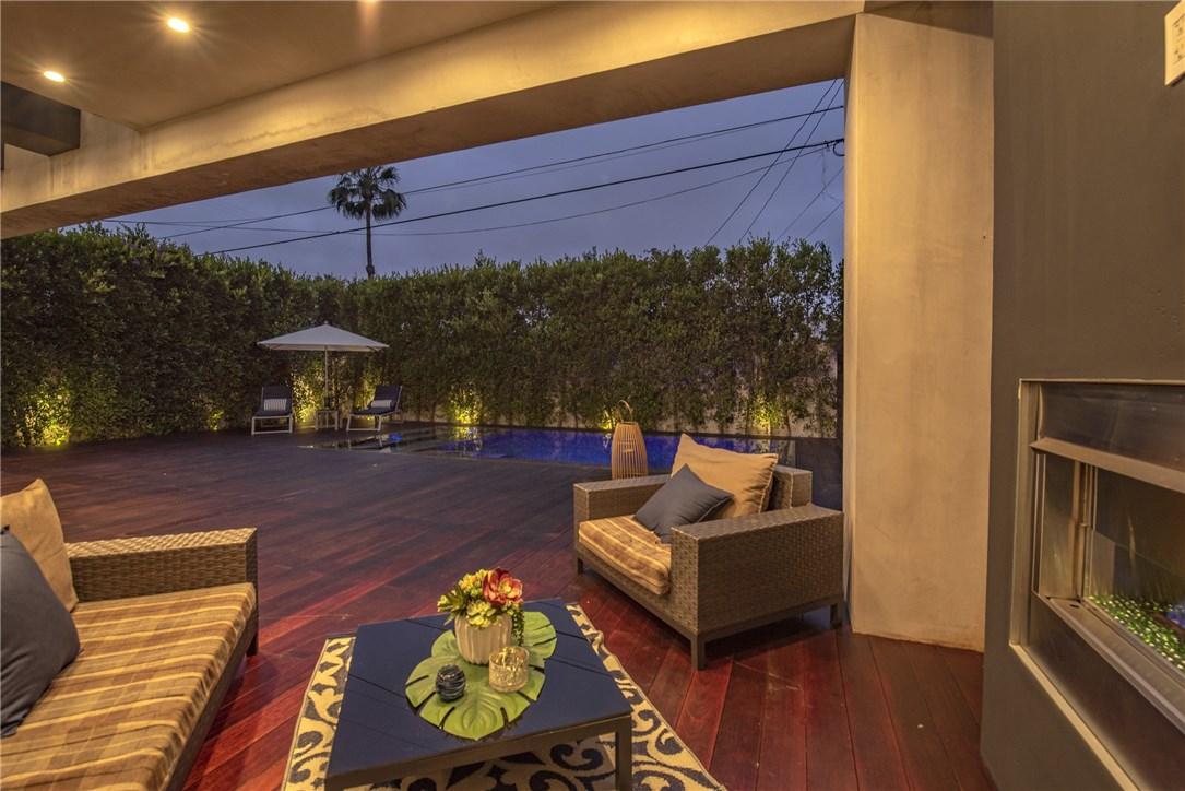 607 N Curson Avenue, Los Angeles CA: http://media.crmls.org/medias/e6a08c2c-67f4-43b4-80b0-526c5e1dac6c.jpg