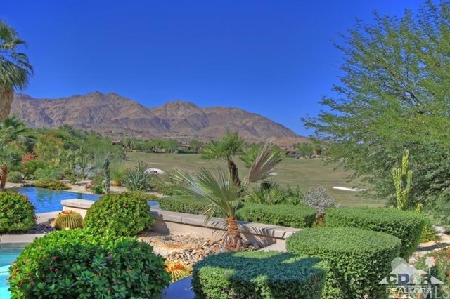 428 Morning Dove, Palm Desert CA: http://media.crmls.org/medias/e6aaf46a-c033-4278-9ec7-b0bb8289b85b.jpg