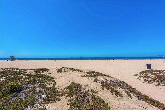 17090 5th, Sunset Beach CA: http://media.crmls.org/medias/e6cda3a7-8698-4cdf-a062-47aeddba95e1.jpg