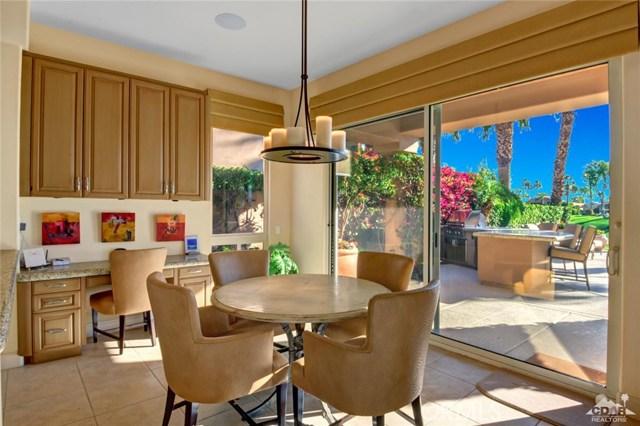49170 Rancho Pointe, La Quinta CA: http://media.crmls.org/medias/e6d742f8-778c-40f6-a0b3-74d871245327.jpg