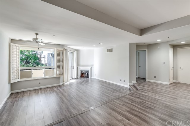 Detail Gallery Image 1 of 18 For 235 Main St #118,  Venice,  CA 90291 - 2 Beds | 2 Baths