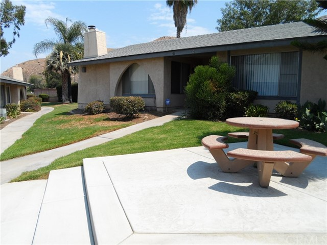 2891 Canyon Crest Drive, Riverside CA: http://media.crmls.org/medias/e70e9744-3e37-4391-aa29-103f0b287519.jpg