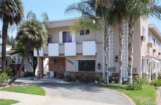 10842 Huston Street, North Hollywood CA: http://media.crmls.org/medias/e719b630-3437-4d30-a668-98b64306aca2.jpg