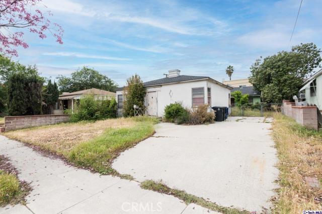 2321 2325 N Naomi Street, Burbank CA: http://media.crmls.org/medias/e7252468-94a9-4ba1-adeb-992913d99d63.jpg