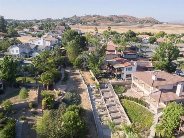 30099 White Wake Drive, Canyon Lake CA: http://media.crmls.org/medias/e72ca263-6e50-4bf8-a20e-7dd879e84c46.jpg