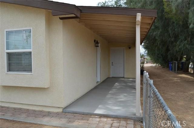 21858 Goshute Avenue, Apple Valley CA: http://media.crmls.org/medias/e7468a79-cbe1-4bc8-a37c-9142f8f32b18.jpg