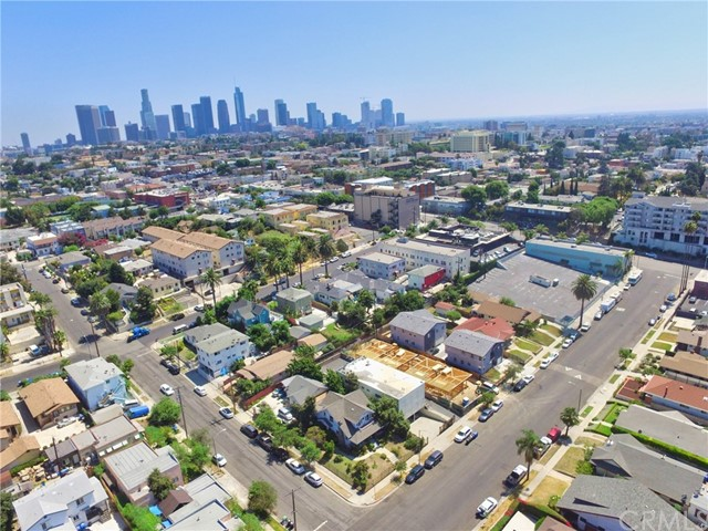 150 N Carondelet Street, Los Angeles CA: http://media.crmls.org/medias/e7514417-16cc-4221-8b47-7b6381e1a55e.jpg