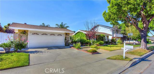 Single Family Home for Sale at 4922 East Lakeside St 4922 Lakeside Orange, California 92867 United States