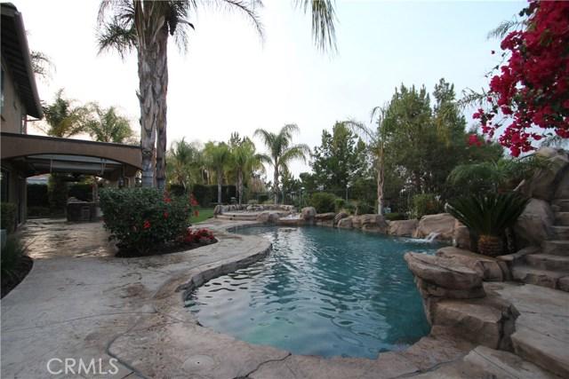 1481 Sunshine Circle, Corona CA: http://media.crmls.org/medias/e75ac5c7-5fb6-4841-b197-af713c6d3298.jpg