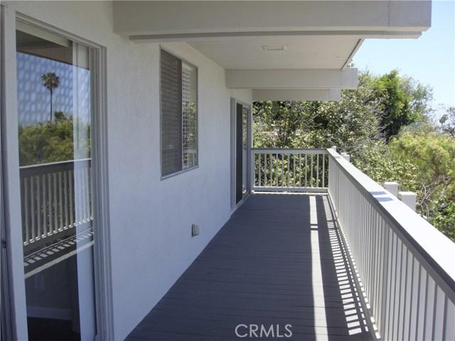 404 Loma Terrace, Laguna Beach CA: http://media.crmls.org/medias/e7816b57-337b-4e78-9670-9a6f4a3f56eb.jpg
