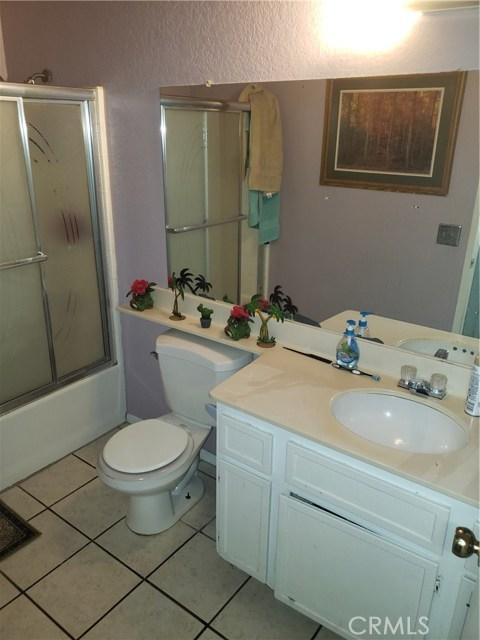 13815 Pheasant Knoll Lane, Moreno Valley CA: http://media.crmls.org/medias/e78b4cdd-7fc9-47d5-b7d2-650363c69857.jpg